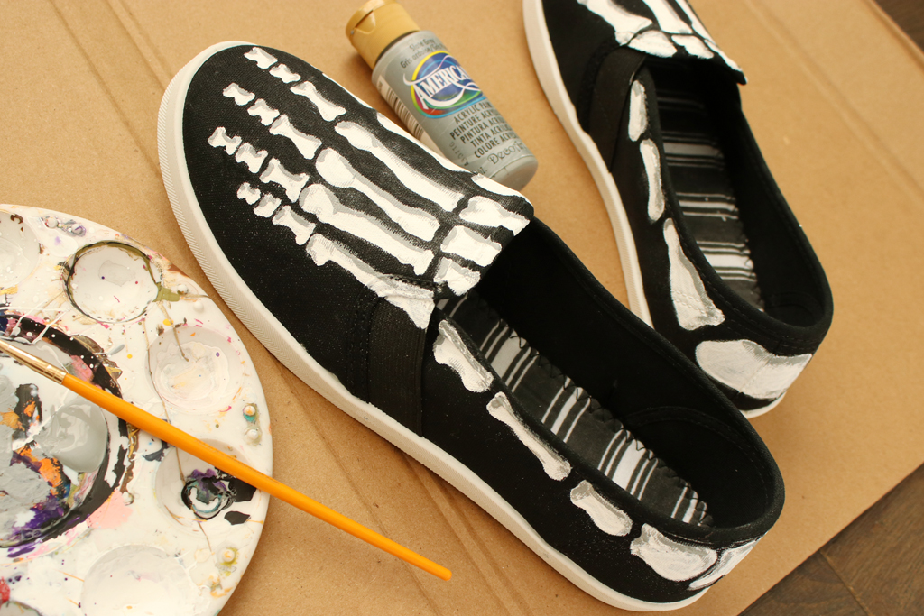 DIY Skeleton Shoes Grey Paint